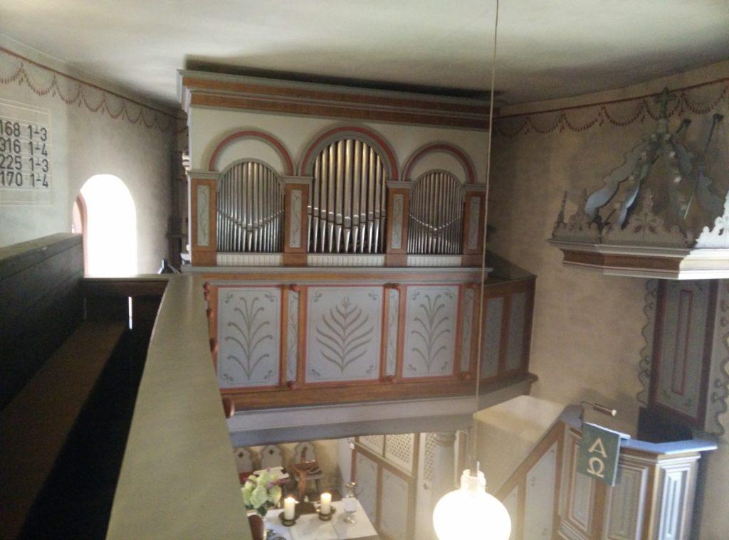 die orgel im kirchenraum