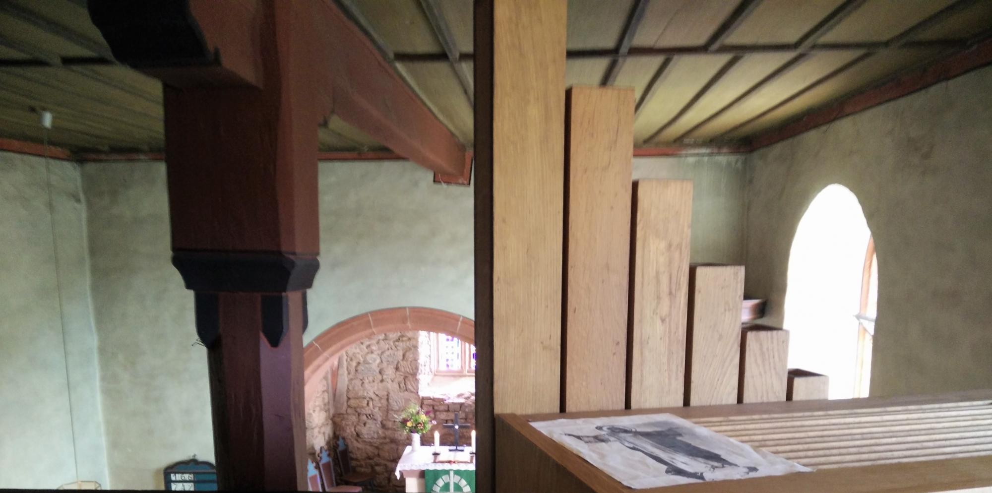 blick von der empore in den altarraum
